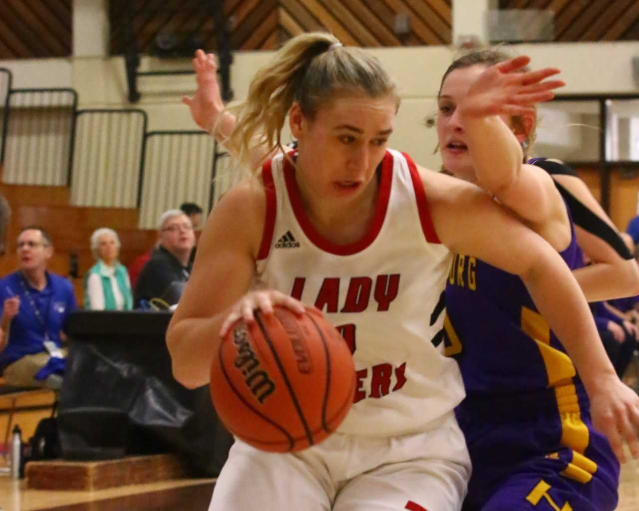 Clatskanie's Shelby Blodgett had 18 points and 15 rebounds Thursday against Harrisburg. (NW Sports Photography)