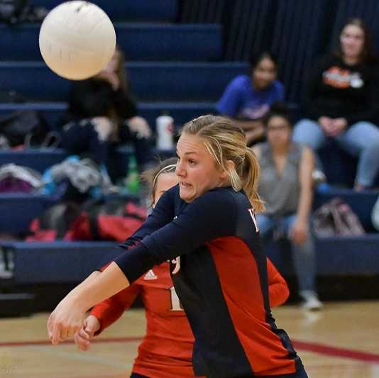 Sophomore Elise Suing digs against Culver on Tuesday. (Photo by Andre Panse)