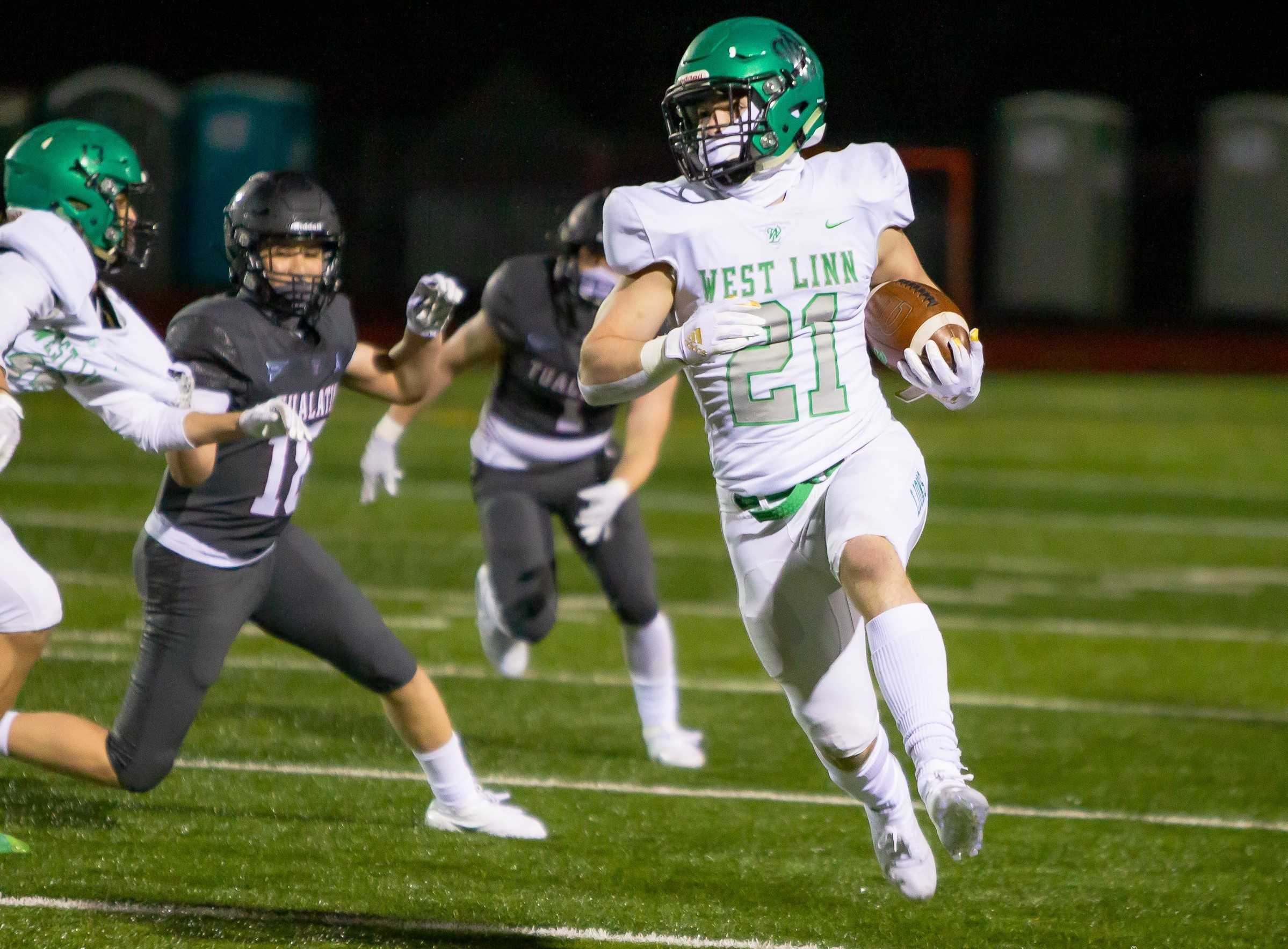 West Linn's Gavin Haines, who plans to walk on at Oregon State, has rushed for six touchdowns. (Photo by Brad Cantor)