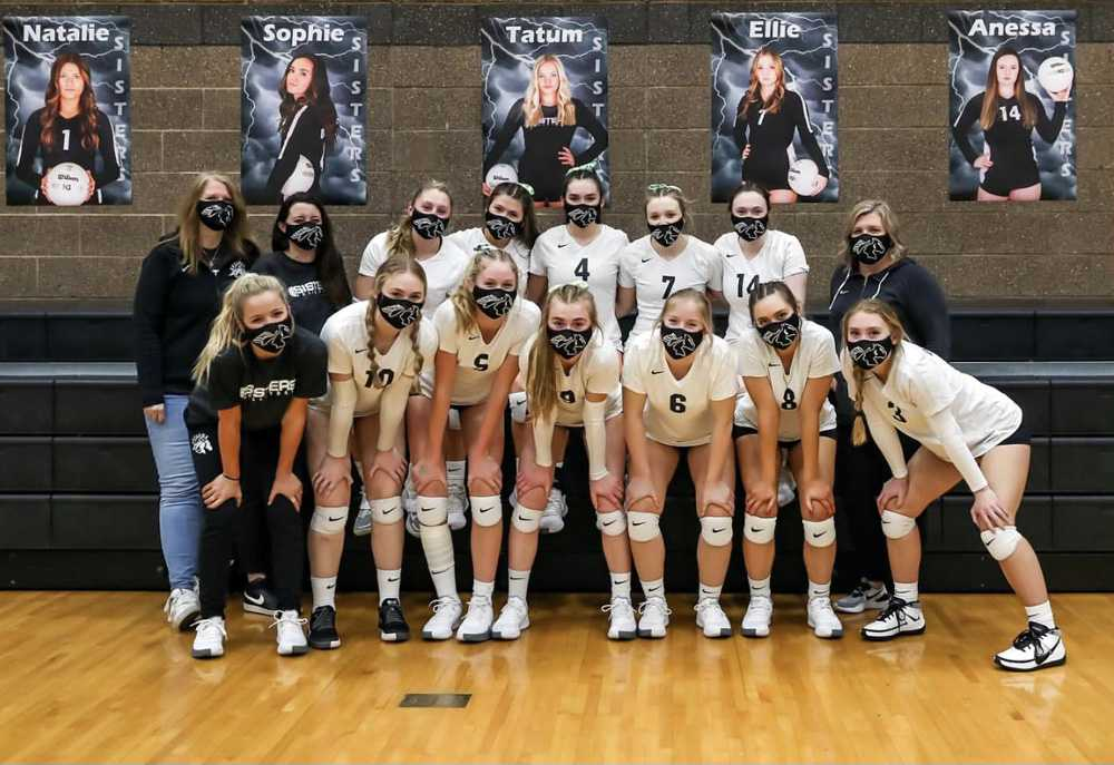 Sisters won its seventh match in a row last night, toppling 6A Summit in four sets