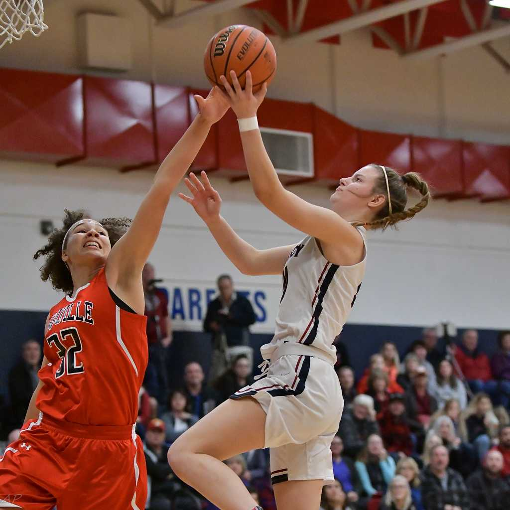 Kalyssa Kleinschmit scored 11 points for Kennedy on Friday. (Photo by Andre Panse)