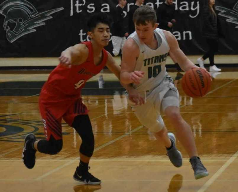 West Salem's Justin Scoggin (10) drives against Westview's Noah Bautista. (Photo by Jeremy McDonald)