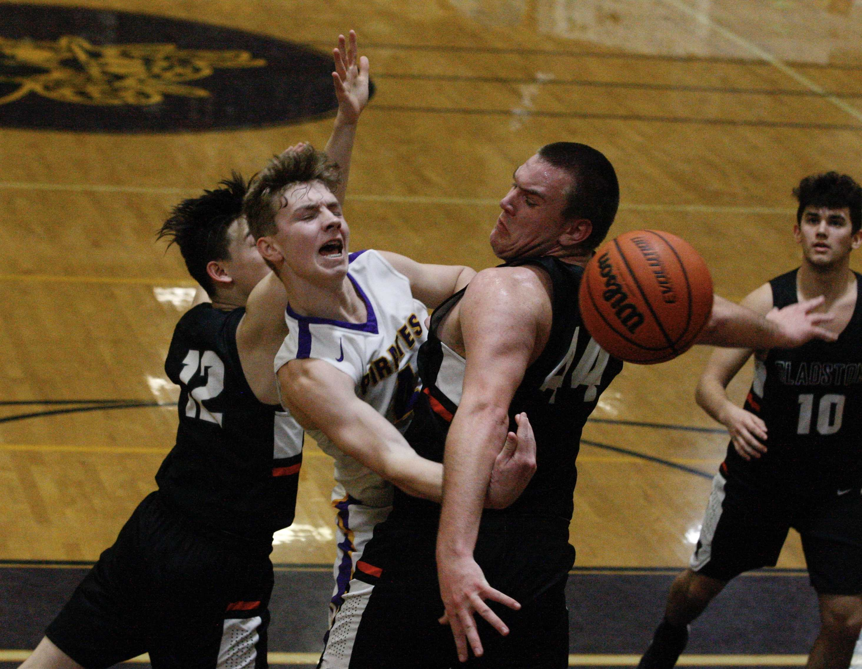Marshfield's Jordy Miles gets caught in a squeeze from Thomas Tacha and Jackson Simmons of Gladstone. (Norm Maves Jr.)