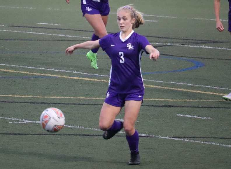 Junior Haley Sherrill is part of a deep midfield for South Eugene. (Photo by Julie Himstreet)