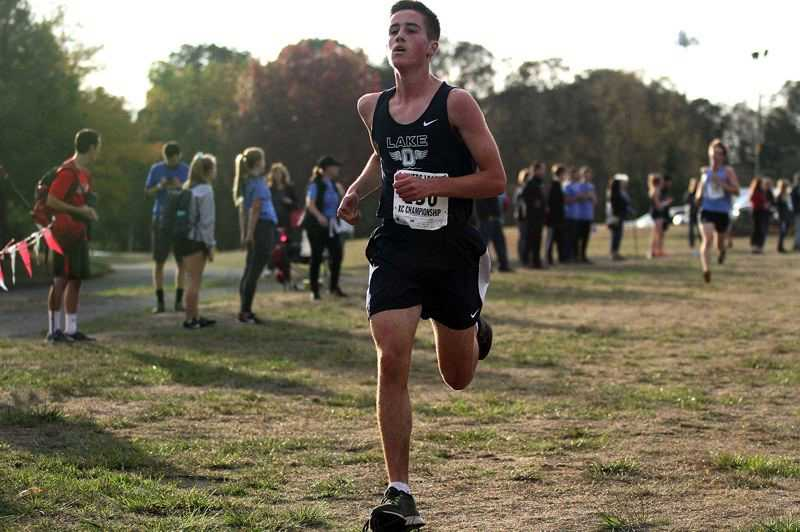 Brogan Deem-Ranzetta had a 5K personal best of 17:48 heading into the 2019 season. Photo courtesy of Lake Oswego Review