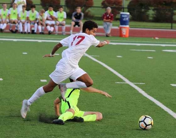 Junior Andrew Elmore scored goals in wins over Jesuit and Grant. (Photo by Andrew Green)