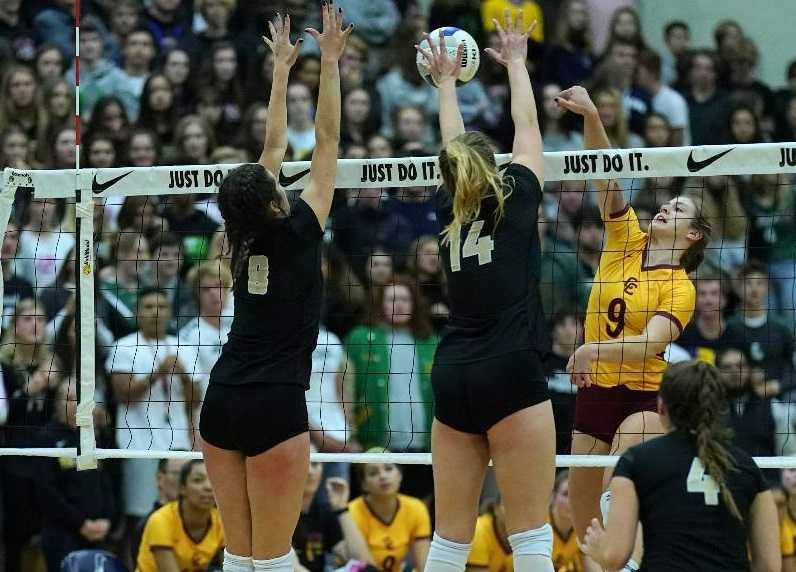 Jesuit's Maddy Dowdall (8) and Ella Masingale (14) block Central Catholic's Katie Nall (9). (Photo by Jon Olson)