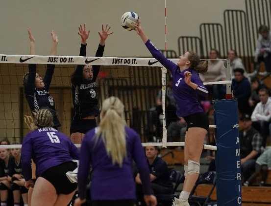 Ridgeview's Susanna Bailey attacks against Wilsonville on Saturday night. (Photo by Jon Olson)