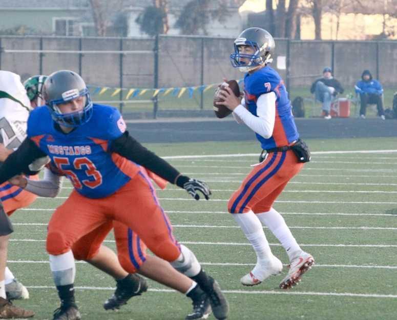 Hidden Valley's Sam Vidlak threw for 326 yards and three touchdowns Saturday. (Ben Maki/Grants Pass Daily Courier)