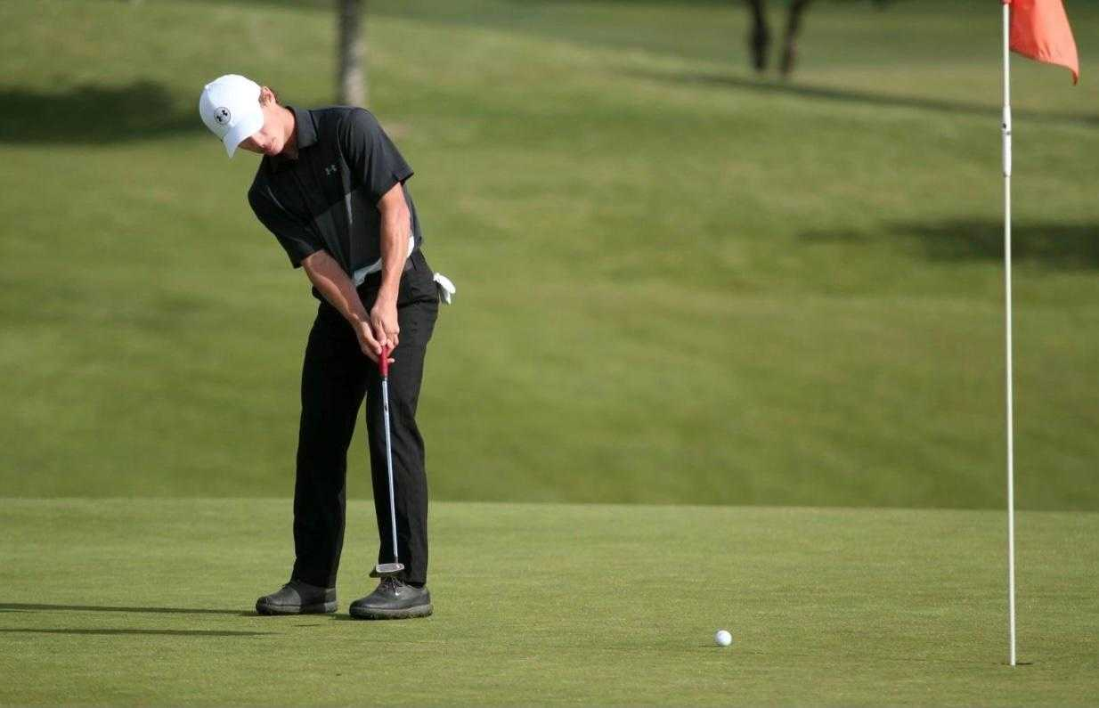 Woodburn's Cole Beyer had three birdies in a four-hole stretch to take command of the 4A Showcase on Tuesday.