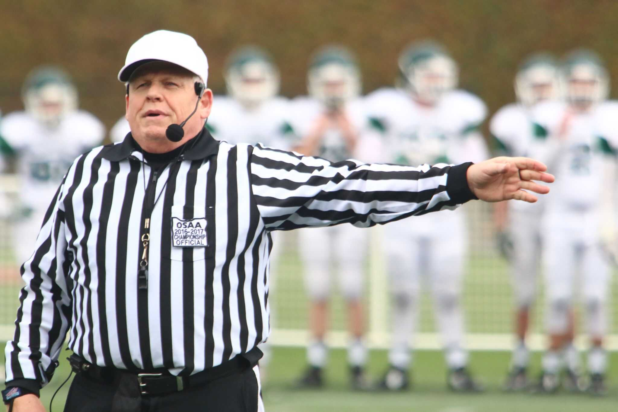 Oregon high school football had 650 officials last season, down 21.3 percent from 2010. (Northwest Sports Photography)