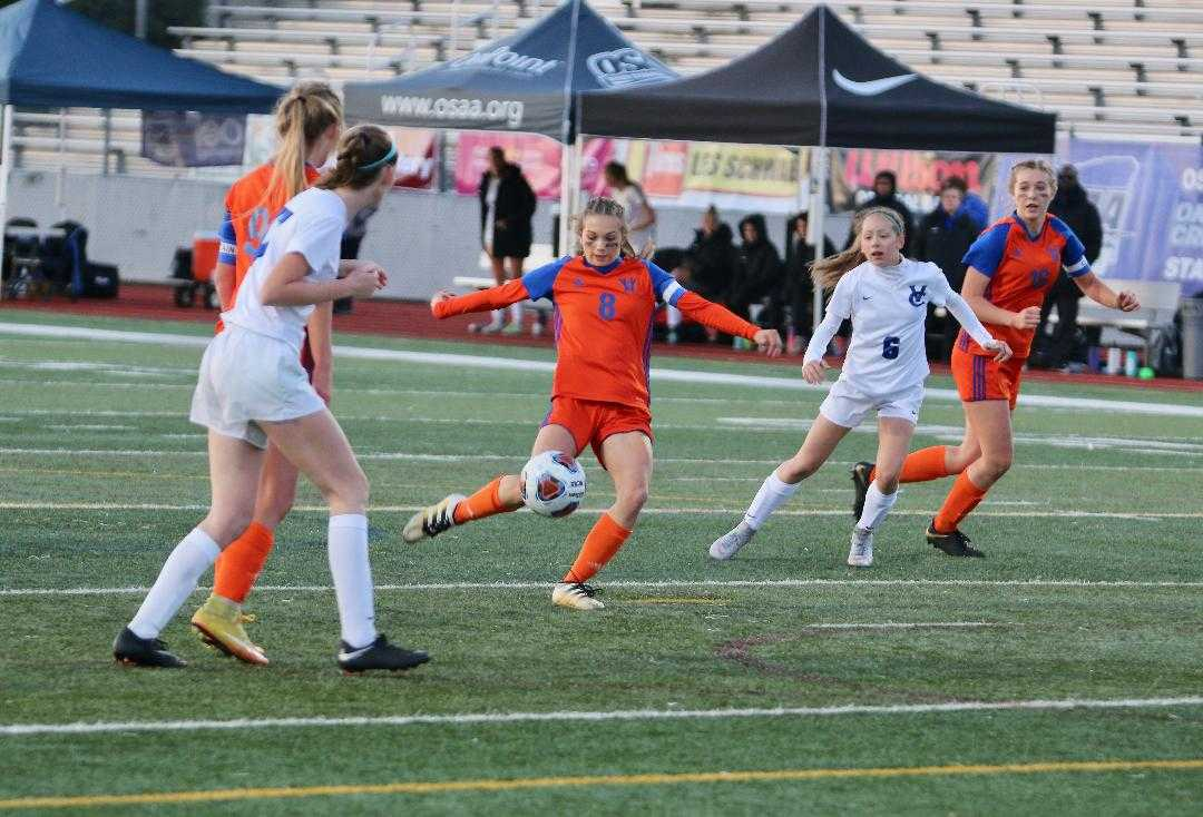 Nyan Kendall (8) assisted on Hidden Valley's winning goal Saturday. (Ben Maki/Grants Pass Daily Courier)