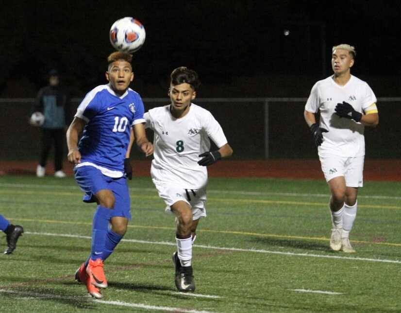 Woodburn's Jairo Aguirre (10) and North Marion's Jose Cruz (8) go after the ball in Saturday's final. (NW Sports Photography)