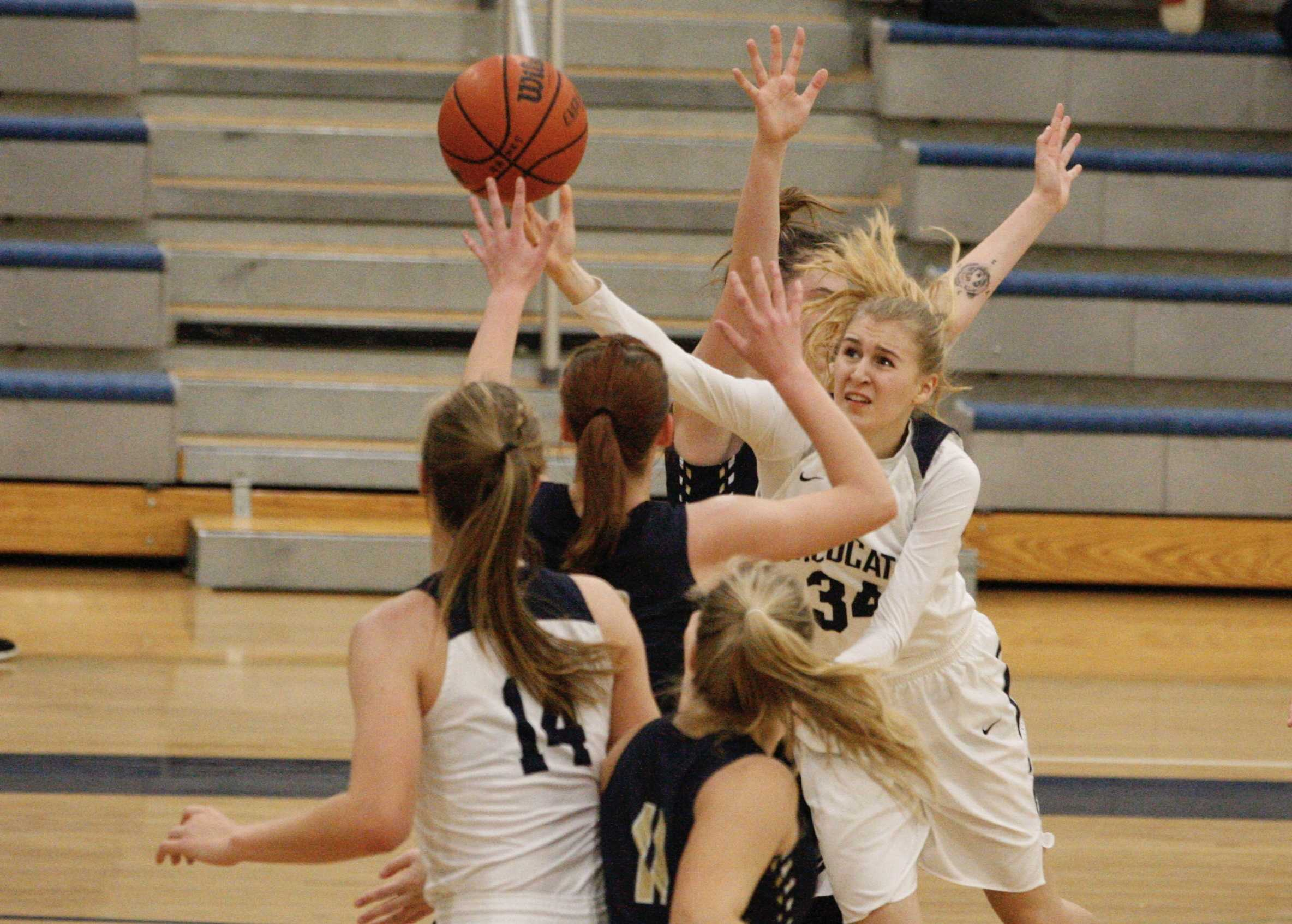 Wilsonville junior guard Renee Lee slices in between three Banks defenders to get off a shot. (Photo by Norm Maves Jr.)