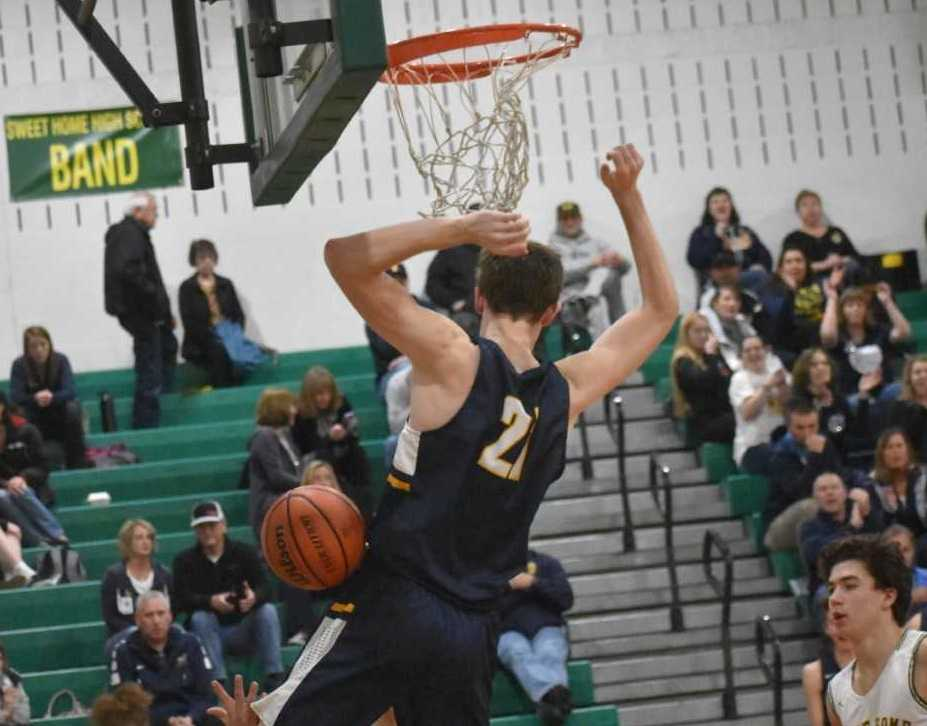 Stayton's Kaleb Anundi dunks for two of his 21 points Friday. (Photo by Jeremy McDonald)