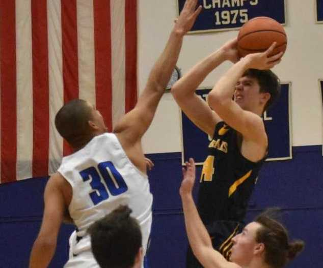 Bend's Brian Warinner shoots against the defense of McNary's Boston Smith on Tuesday. (Photo by Jeremy McDonald)