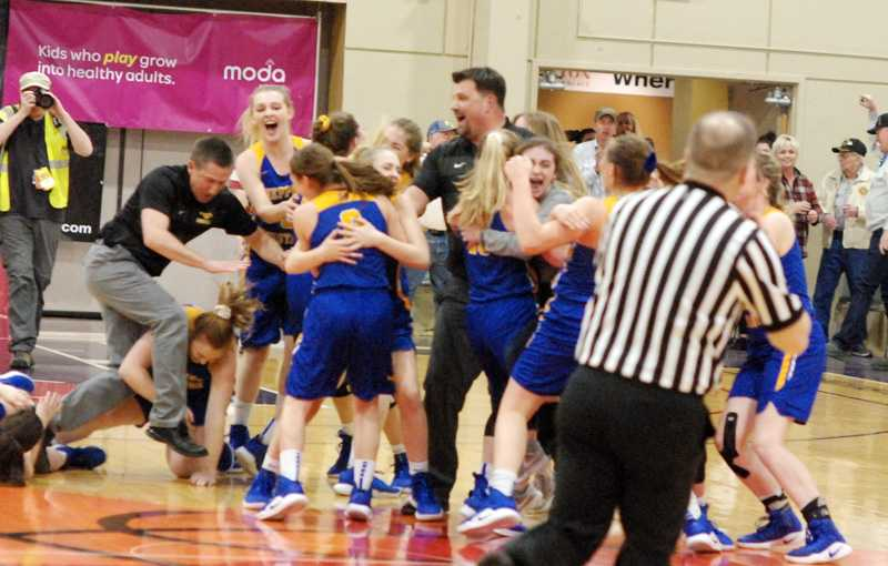 Heppner celebrates at midcourt after stunning Coquille for the 2A title.