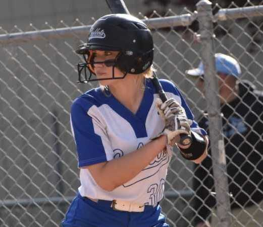 McNary's Alexis Cepeda delivered the game-winning hit Monday against North Medford. (Photo by Jeremy McDonald)
