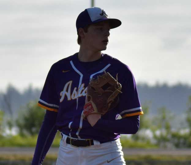 Astoria senior Will Reed pitched a two-hitter to beat Sweet Home in the quarterfinals. (Photo by Melissa Linder-Cho)